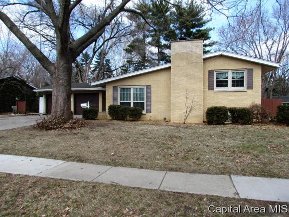 2101 Barberry Dr, Springfield, IL 62704 (MLS #181405) :: Killebrew & Co Real Estate Team