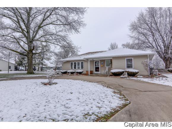 545 W Holden St, Virden, IL 62690 (MLS #181865) :: Killebrew & Co Real Estate Team