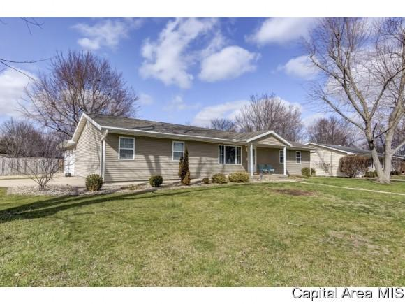 601 Magnolia Dr, Chatham, IL 62629 (MLS #181874) :: Killebrew & Co Real Estate Team