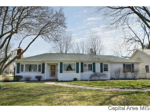 405 S 7TH ST, Auburn, IL 62615 (MLS #182049) :: Killebrew & Co Real Estate Team