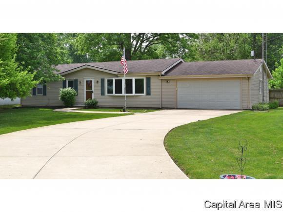 825 Lincoln St, Auburn, IL 62615 (MLS #182923) :: Killebrew & Co Real Estate Team