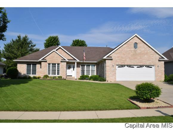 31 Wadsworth, Jacksonville, IL 62650 (MLS #183241) :: Killebrew & Co Real Estate Team