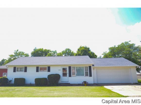 116 S Williams St, Williamsville, IL 62693 (MLS #183687) :: Killebrew & Co Real Estate Team