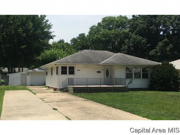 2941 S Douglas Ave, Springfield, IL 62704 (MLS #183731) :: Killebrew & Co Real Estate Team