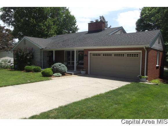 1328 Ivywood Dr, Springfield, IL 62704 (MLS #183816) :: Killebrew & Co Real Estate Team
