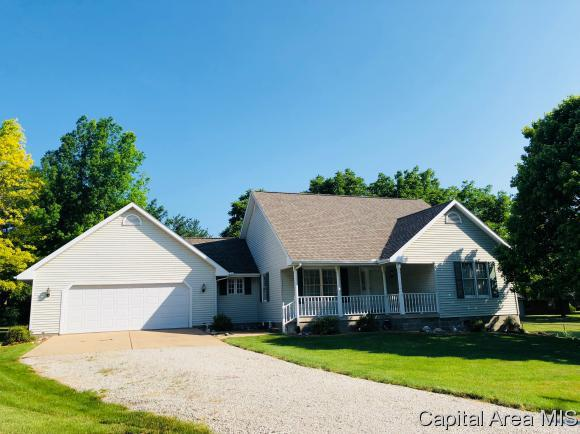 3 Andreasen Dr, Petersburg, IL 62675 (MLS #183876) :: Killebrew & Co Real Estate Team