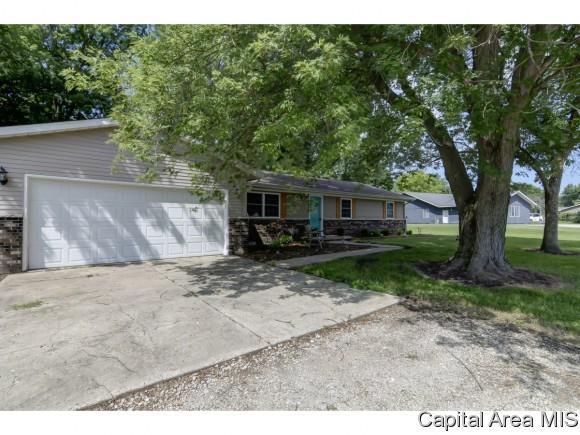 11907 Bubbling Wells Rd, Glenarm, IL 62536 (MLS #184026) :: Killebrew & Co Real Estate Team