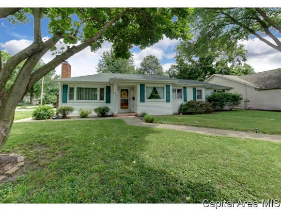 405 S S 7Th St, Auburn, IL 62615 (MLS #184073) :: Killebrew & Co Real Estate Team