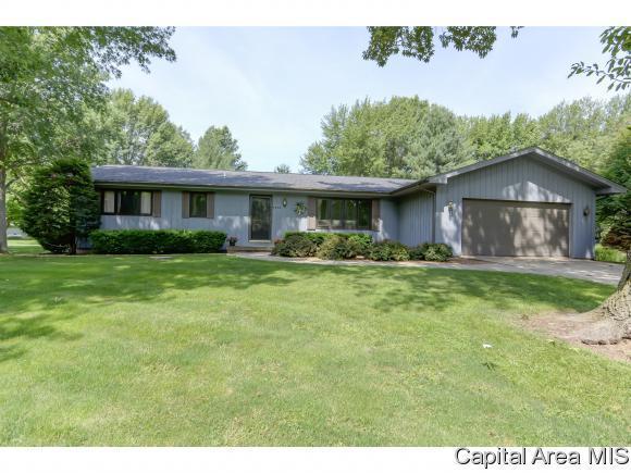 7202 Ramblewood Dr, Rochester, IL 62563 (MLS #184120) :: Killebrew & Co Real Estate Team