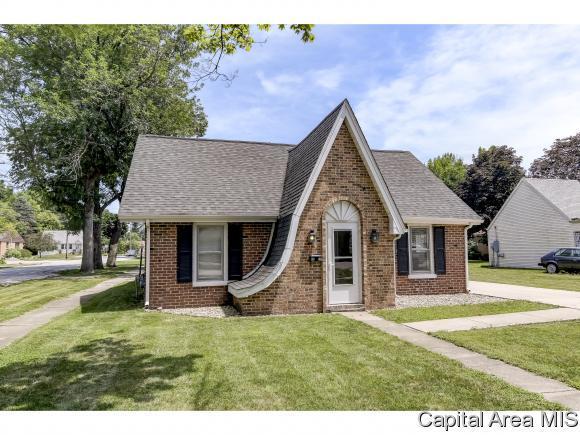 3300 S 1ST ST, Springfield, IL 62703 (MLS #184704) :: Killebrew & Co Real Estate Team