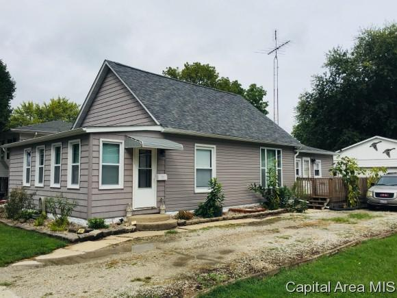 1154 N Grove St, Virden, IL 62690 (MLS #185450) :: Killebrew & Co Real Estate Team