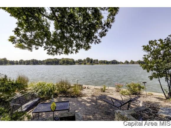 99 Almond Ln, Petersburg, IL 62675 (MLS #185555) :: Killebrew & Co Real Estate Team