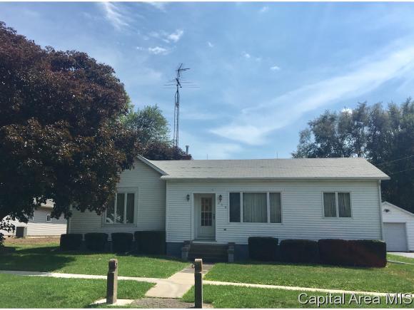 250 E Chestnut St, ROSEVILLE, IL 61473 (MLS #185664) :: Killebrew & Co Real Estate Team