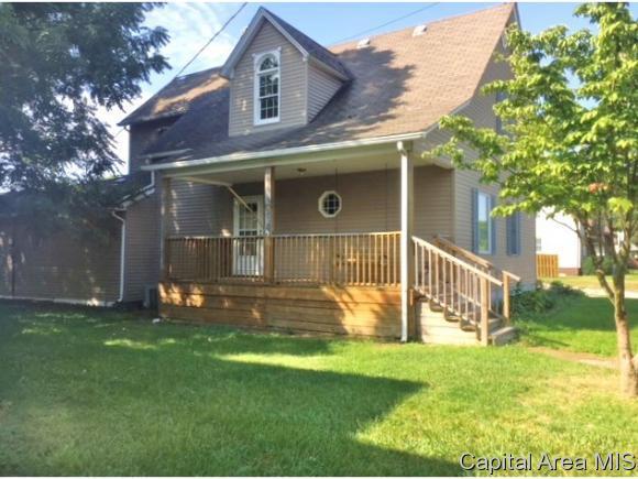 516 W Dean St, Virden, IL 62690 (MLS #186129) :: Killebrew & Co Real Estate Team