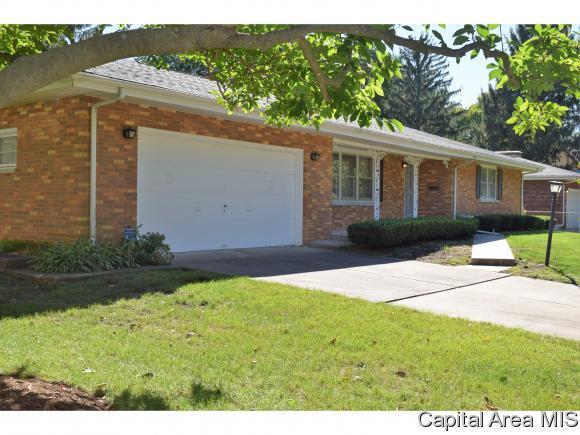 25 Ivywood Drive, Jacksonville, IL 62650 (MLS #186296) :: Killebrew & Co Real Estate Team