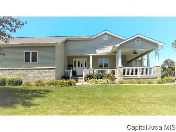 111 Sycamore, Pleasant Plains, IL 62677 (MLS #192456) :: Killebrew - Real Estate Group