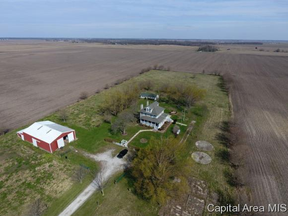 1131 Goby Ave, Waggoner, IL 62572 (MLS #182091) :: Killebrew & Co Real Estate Team
