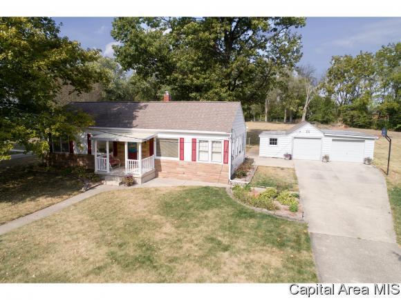 313 W Main St, Rochester, IL 62563 (MLS #176765) :: Killebrew & Co Real Estate Team