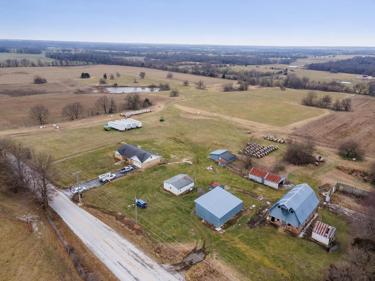 1605 Farm Road 97 - Photo 1