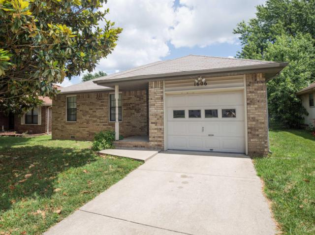 1606 N Lone Pine Avenue, Springfield, MO 65803 (MLS #60111687) :: Good Life Realty of Missouri