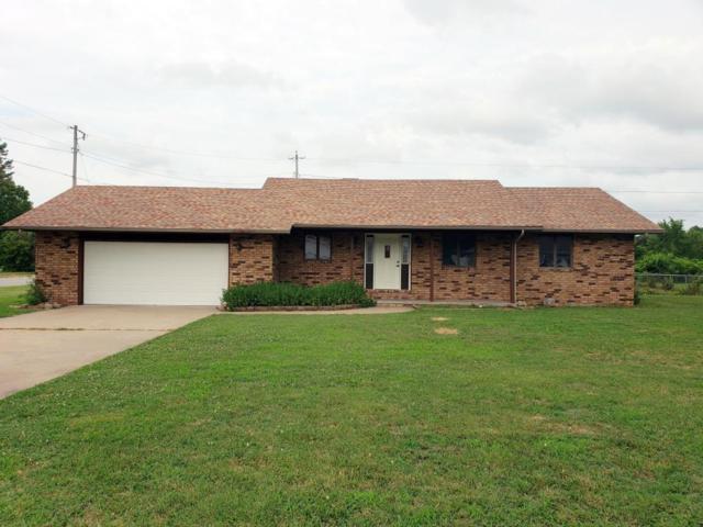 1302 Mary Lane, Aurora, MO 65605 (MLS #60112800) :: Good Life Realty of Missouri