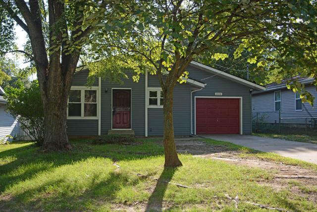 2630 N Summit Avenue, Springfield, MO 65803 (MLS #60118428) :: Good Life Realty of Missouri