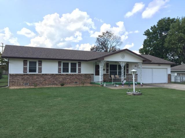 217 N Sunset Avenue, Bolivar, MO 65613 (MLS #60119524) :: Team Real Estate - Springfield