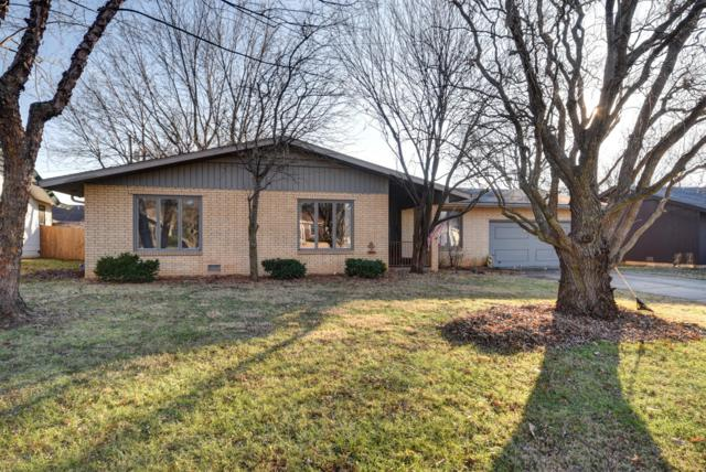 2222 E Meadow Drive, Springfield, MO 65804 (MLS #60125537) :: Team Real Estate - Springfield