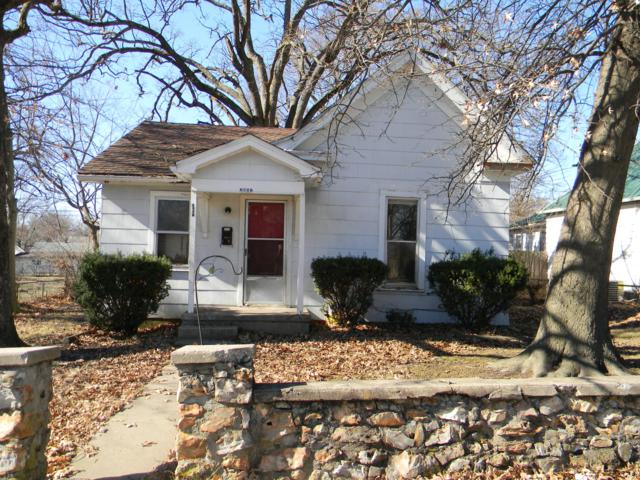 2051 N Pickwick Avenue, Springfield, MO 65803 (MLS #60128441) :: Sue Carter Real Estate Group