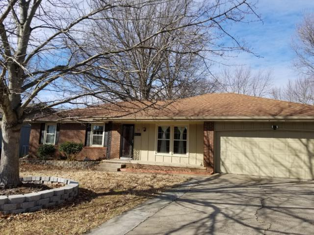 715 E Greenwood Street, Springfield, MO 65807 (MLS #60128600) :: Team Real Estate - Springfield