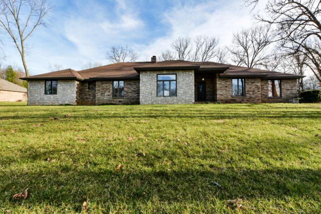 3420 S Woodland Trail Avenue, Springfield, MO 65809 (MLS #60132233) :: Massengale Group
