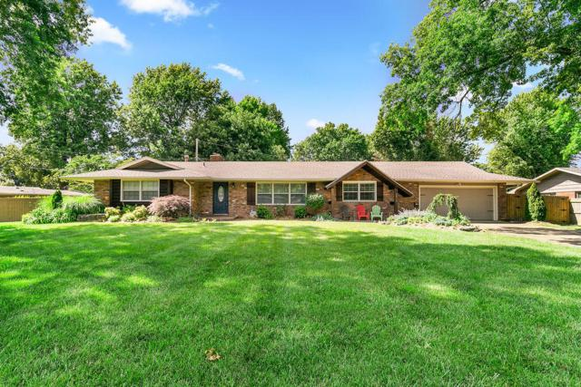2819 E Southern Hills Boulevard, Springfield, MO 65804 (MLS #60140113) :: Sue Carter Real Estate Group