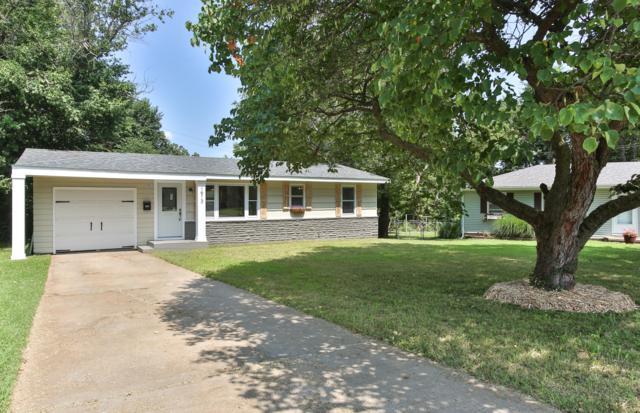 1913 S Thelma Avenue, Springfield, MO 65807 (MLS #60142670) :: Massengale Group
