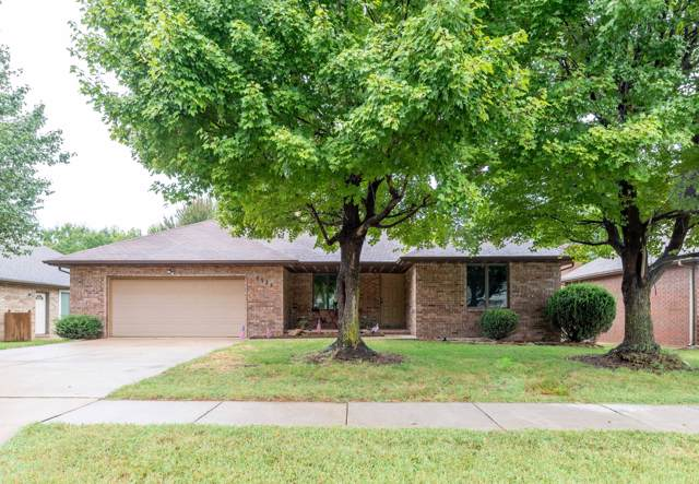 2325 E Monroe Street, Springfield, MO 65802 (MLS #60149029) :: Sue Carter Real Estate Group