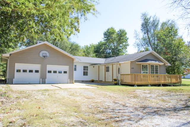 410 N Meadow Lane, Bolivar, MO 65613 (MLS #60149559) :: Sue Carter Real Estate Group
