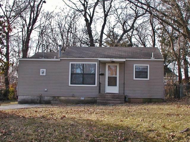 2261 N Lyon Avenue, Springfield, MO 65803 (MLS #60155652) :: Sue Carter Real Estate Group