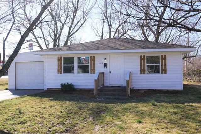 1013 S Walnut Street, Mt Vernon, MO 65712 (MLS #60158947) :: Team Real Estate - Springfield
