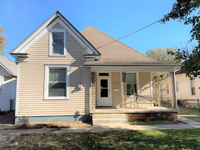2052 N Grant Avenue, Springfield, MO 65803 (MLS #60159763) :: Sue Carter Real Estate Group