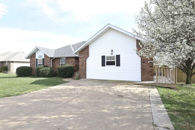 262 Redbud Street, Sparta, MO 65753 (MLS #60160665) :: Clay & Clay Real Estate Team