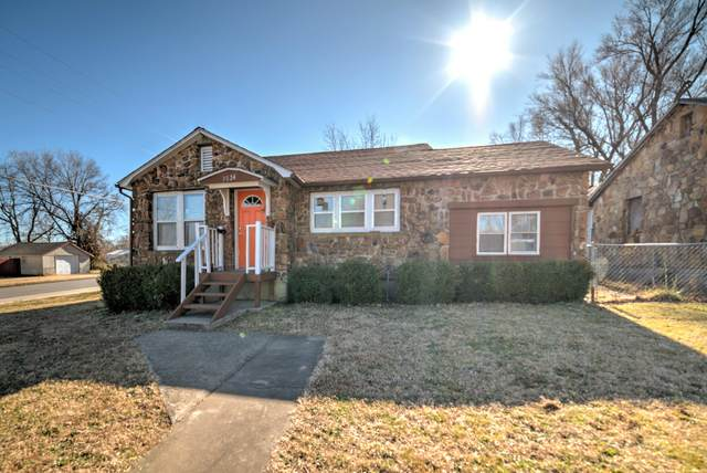 3024 E 11th Street, Joplin, MO 64801 (MLS #60160815) :: Winans - Lee Team | Keller Williams Tri-Lakes