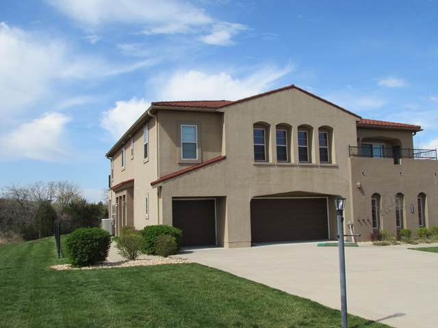 140 S Tuscany Dr B, Hollister, MO 65672 (MLS #60161102) :: Clay & Clay Real Estate Team