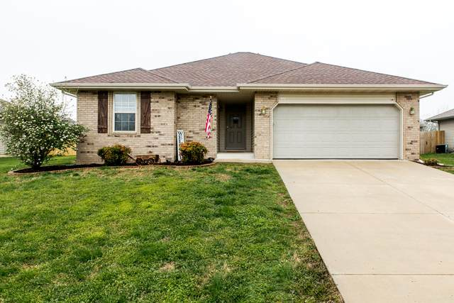 451 S Elgin Avenue, Bolivar, MO 65613 (MLS #60161347) :: Team Real Estate - Springfield