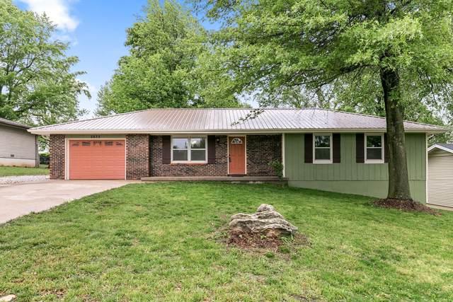 2635 W Roxbury Street, Springfield, MO 65807 (MLS #60163330) :: Sue Carter Real Estate Group