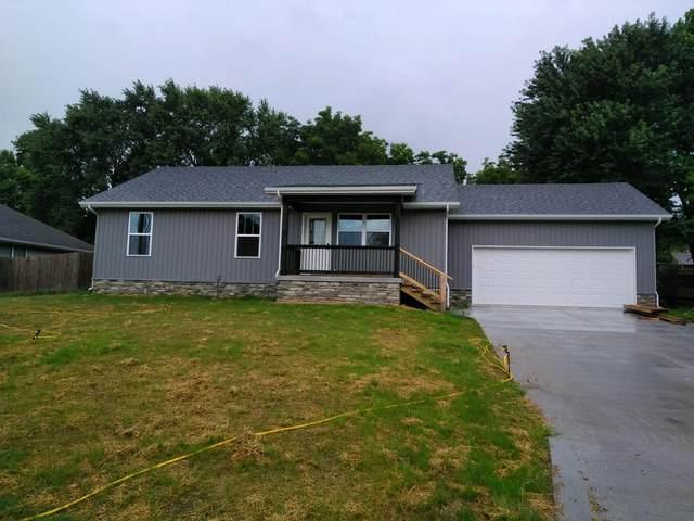 1435 E Locust Street, Bolivar, MO 65613 (MLS #60167990) :: Sue Carter Real Estate Group