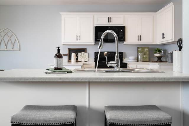 2376 W Twin Lakes Drive, Springfield, MO 65803 (MLS #60169013) :: Team Real Estate - Springfield