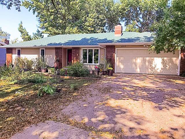 2315 E Swallow Street, Springfield, MO 65804 (MLS #60174144) :: The Real Estate Riders