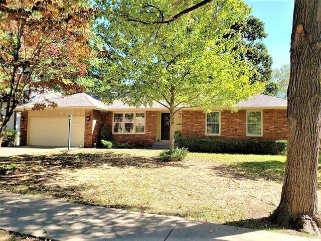 2118 S Hillcrest Avenue, Springfield, MO 65807 (MLS #60175140) :: Sue Carter Real Estate Group