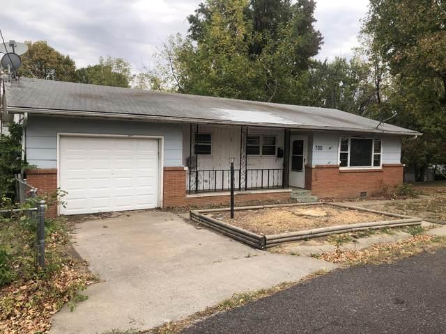 700 W Scott Street, Monett, MO 65708 (MLS #60176285) :: Team Real Estate - Springfield