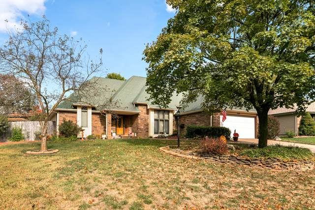 1447 E Burntwood Street, Springfield, MO 65803 (MLS #60176756) :: Team Real Estate - Springfield