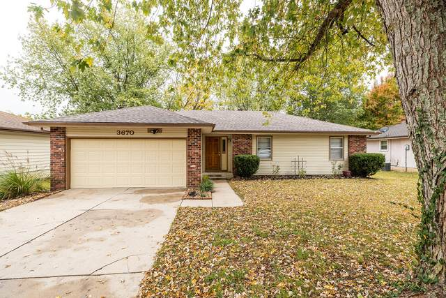3670 S Hillcrest Avenue, Springfield, MO 65807 (MLS #60176936) :: Clay & Clay Real Estate Team